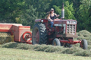 colleen-international-hay-baling-2013